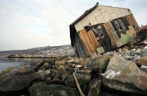 Власти Колымы намерены снести в регионе все полуразрушенные здания в 2017 г.